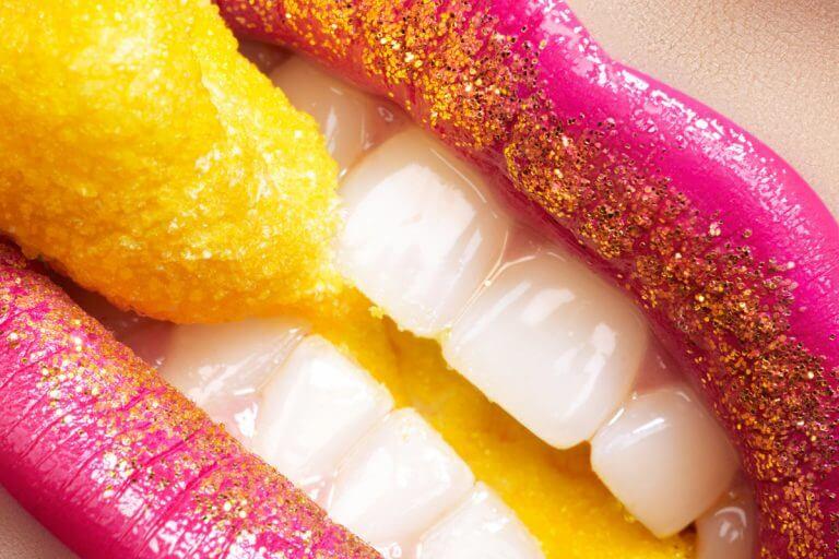 Diese 5 Leckereien vermeidest du aus Liebe zu deinen Zähnen besser komplett