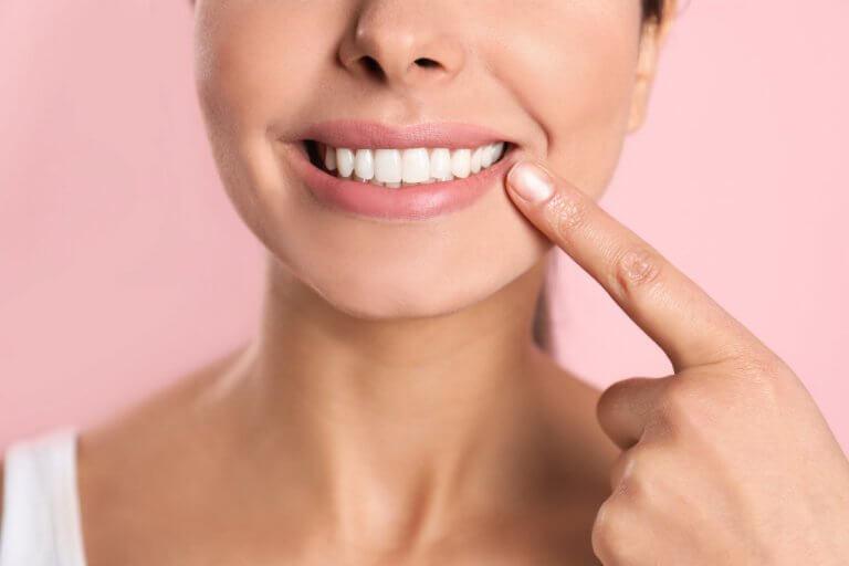 5 Fakten, die Du über Deine Zähne wissen solltest, damit sie länger weiß bleiben