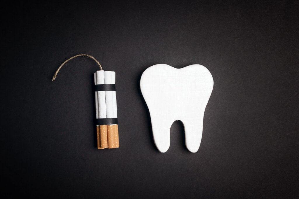 Was Rauchen mit den Zähnen macht